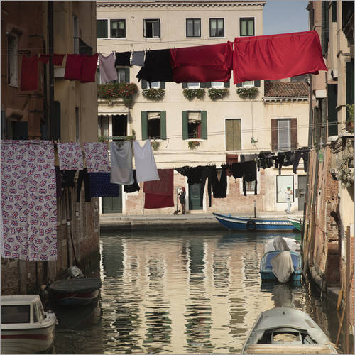 Sticker mural Washing lines in Venice, Italy