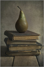 Tableau en plexi-alu  Still life with books and pear - Jaroslaw Blaminsky