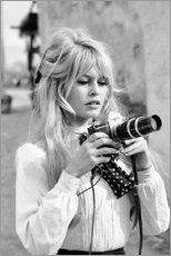 Tableau en PVC  Brigitte Bardot avec un appareil photo - Celebrity Collection