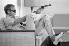 Tableau en aluminium  Steve McQueen avec un revolver - Celebrity Collection