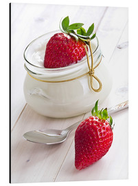 Edith Albuschat - Fresh strawberries with curd