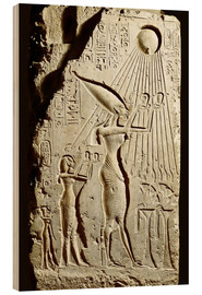 Bois  Pharaoh Akhenaten pays homage to the sun god Aten