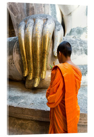 Verre acrylique  Monk praying in front of Buddha Hand - Matteo Colombo