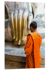Tableau en PVC  Monk praying in front of Buddha Hand - Matteo Colombo
