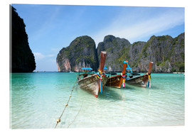Tableau en verre acrylique  Long tail boats at Maya bay beach, Phi Phi island, Thailand - Matteo Colombo
