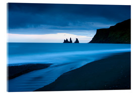 Tableau en verre acrylique  Twilight view towards rock stacks at Reynisdrangar off the coast at Vik, South Iceland, Iceland, Pol - Lee Frost