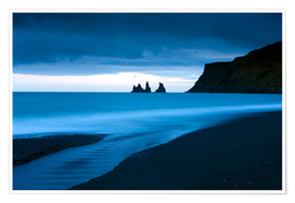 Poster Twilight view towards rock stacks at Reynisdrangar off the coast at Vik, South Iceland, Iceland, Pol