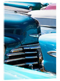 Tableau en verre acrylique  Vintage American cars parked on a street in Havana Centro, Havana, Cuba, West Indies, Central Americ - Lee Frost