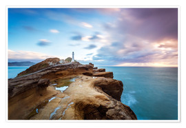 Poster Lighthouse and sea at sunrise on the coast of New Zealand