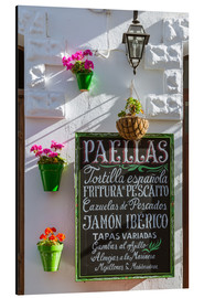 Tableau en aluminium  Typical whitewashed ornate wall and paella sign, Andalusia Spain - Matteo Colombo