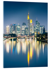 Tableau en verre acrylique  Frankfurt skyline reflected in river Main at night, Germany - Matteo Colombo