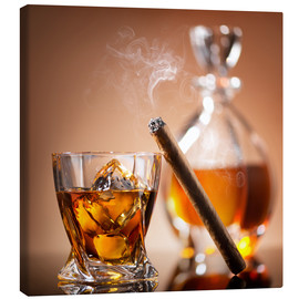 Tableau sur toile  Cigar on glass of whiskey with ice cubes