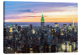 Tableau sur toile  Empire State building and Manhattan skyline illuminated at dusk, New York, USA - Matteo Colombo