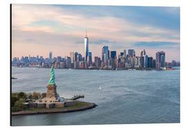 Alu-Dibond  Aerial view of Statue of Liberty and World Trade Center at sunset, New York city, USA - Matteo Colombo