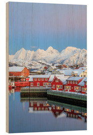 Tableau en bois  Pink sunset over the typical red houses reflected in the sea, Svolvaer, Lofoten Islands, Arctic, Nor - Roberto Moiola