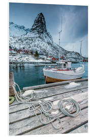 Tableau en PVC  A boat moored in the cold sea in the background the snowy peaks. Reine. Lofoten Islands Northern Nor - Roberto Moiola