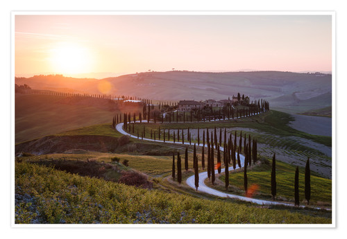 Poster Sunset over farmhouse in Tuscany, Italy