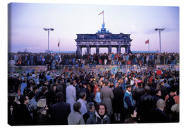 Toile  Berliners from East and West celebrating the opening of the border at the Berlin Wall
