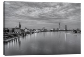 Tableau sur toile  Düsseldorf skyline in the evening in black and white - Michael Valjak