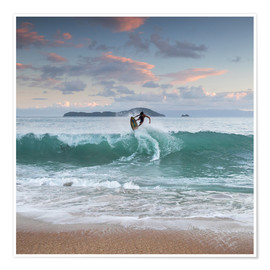 Poster  Surfing at sunset in paradise - Alex Saberi