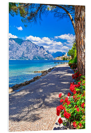 Beautiful Lago di Garda panoramic view, Italy
