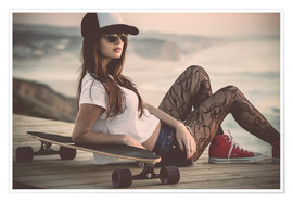 Poster Beautiful young woman posing with a skateboard