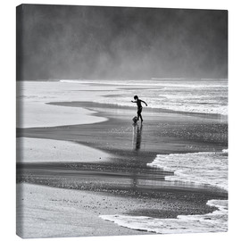 Toile  Brazilian beach boy playing football on beach - Alex Saberi