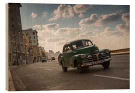 Tableau en bois  Cuban american car driving through Havana, Cuba. - Alex Saberi