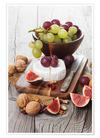 Poster  Camembert cheese with figs, nuts and grapes
