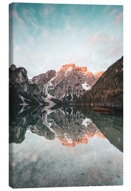 Tableau sur toile  Sunrise at the braies lake - MUXPIX