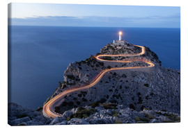 Tableau sur toile  Light trail to the lighthouse at Cap Formentor, Mallorca - Michael Valjak