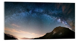 Tableau en verre acrylique  Milky Way arch and starry sky on the Alps. Panoramic view - Fabio Lamanna
